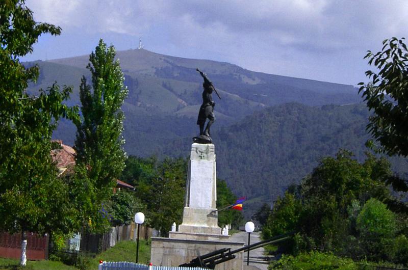 Statuia eroilor in Novaci
